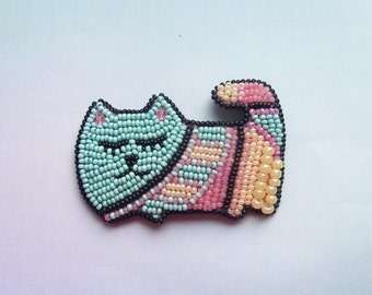 Beaded brooch cat with ornament