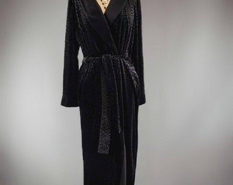 Secret treasure velvet black leopard print robe. 6902a4886
