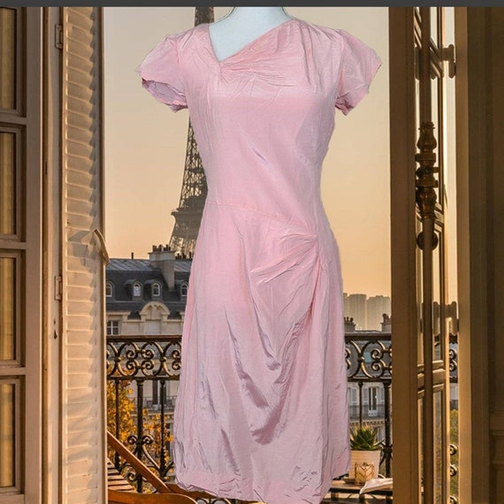 Vintage 1940s pink silk dress!