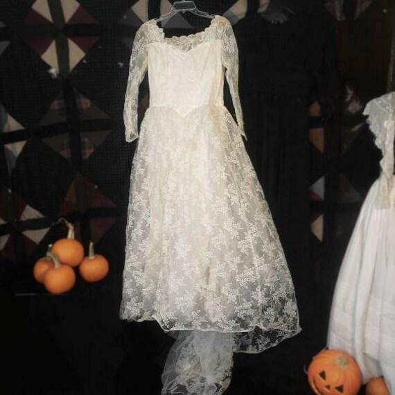 Vintage 1940s 1950s wedding dress!