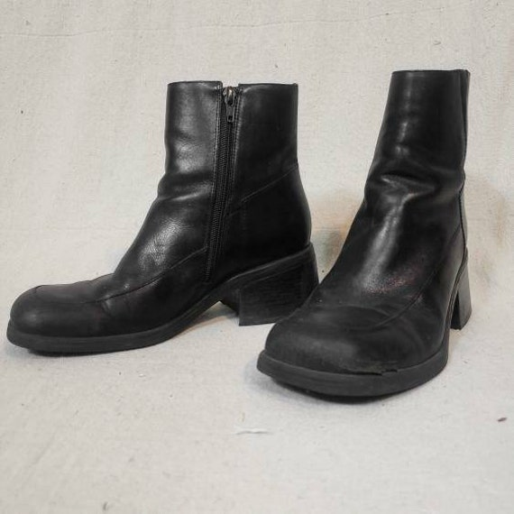 Vintage 1990s chunky leather boots!