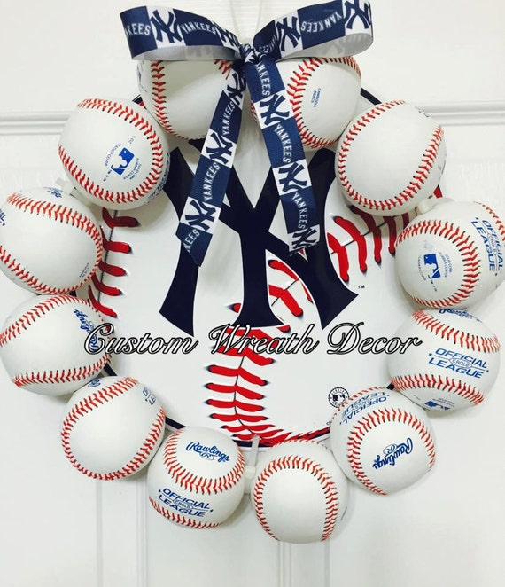 "13"" New York Yankees Baseball Wreath"