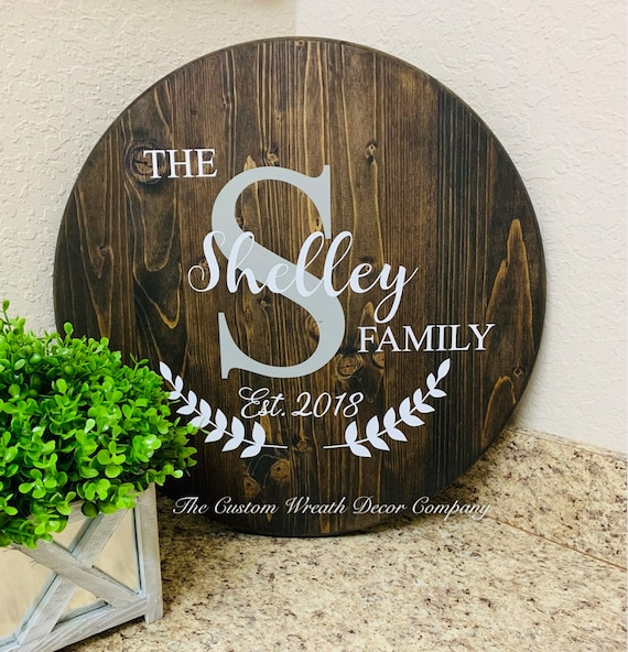 Round Family Name Sign, Rustic Last Name Sign, Last Name Wedding Gift, Farmhouse Sign, Wood Name Decor, Personalized Sign, Round Wood Sign
