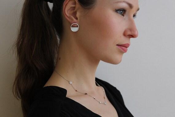 Round earrings in silver and Nacre, geometric earrings, elegant and minimalist earrings, easy to wear