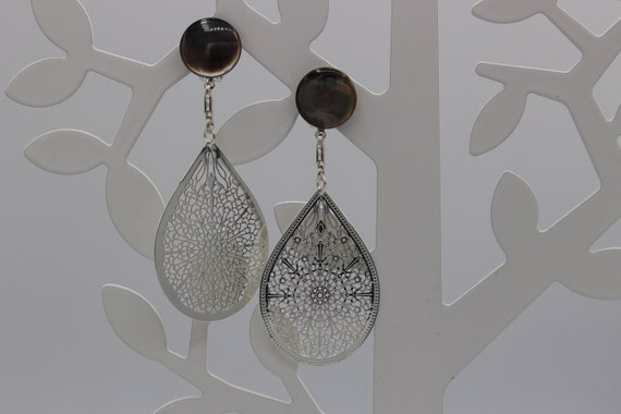 Earrings for women in round gray Nacre and drop in silver metal, Christmas gift, wedding earrings