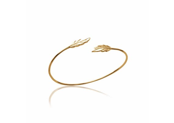 Gold Bangle bracelet with feather for women, minimal and dainty bracelet, adjustable bracelet, easy to wear everyday