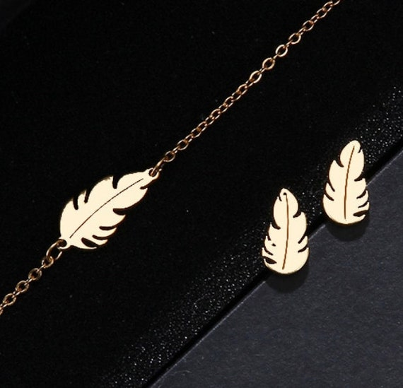 Feather bracelet in gold stainless steel for woman, minimalist jewel, adjustable chain
