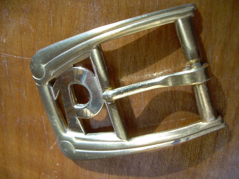 1  34 in Mid- 1950/'s Men/'s solid BRASS INITIAL P BUCKLE is for a 78 inch wide belt long x 1 38at widest minor age spots. Unworn