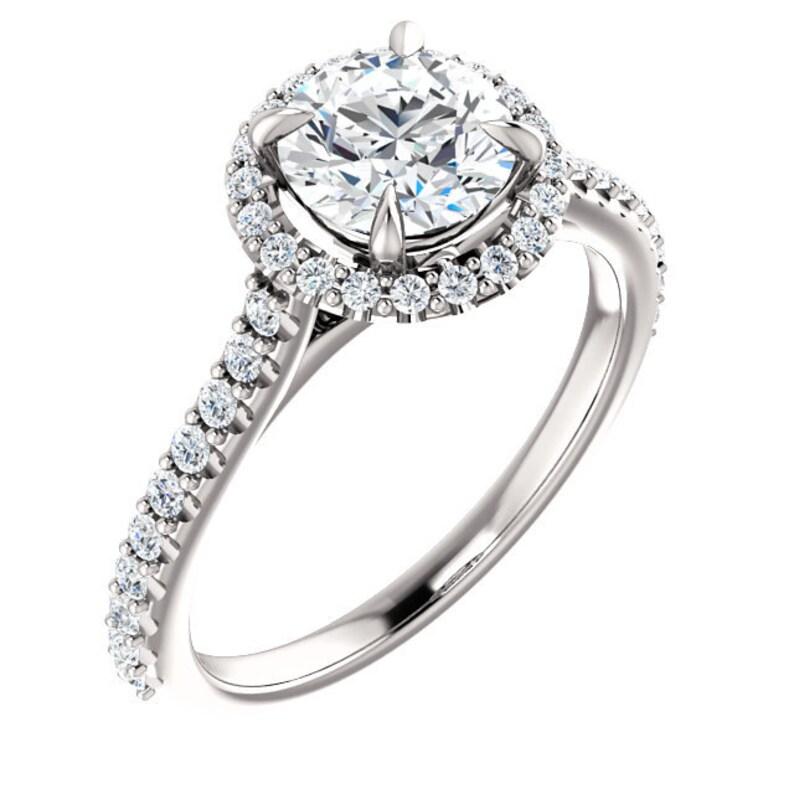 fb09f59a251e 1.50 quilates anillo Halo Swarovski Zirconia cúbico anillo de