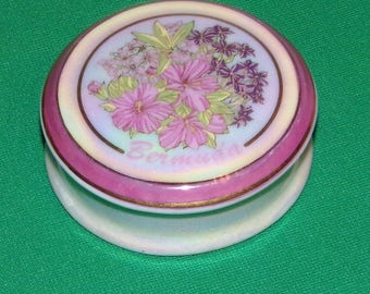 Bermuda Trinket box porcelain very nice Vintage LOW & Fast Shipping