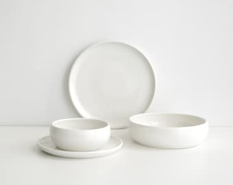 MADE TO ORDER - 4 piece set - Porcelain dinnerware set (with large 10.5 inch plate)