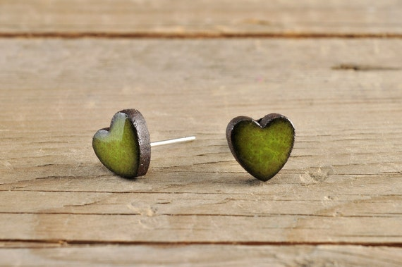 MINI glossy khaki heart shape stoneware stud earrings