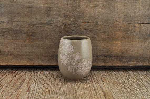 Grey stoneware wine tumbler with vintage pink flower illustration