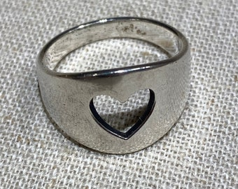 James Avery 925 Sterling Silver Cut Out Heart Ring Size 6.25