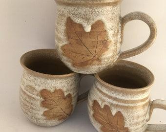 Stoneware mug with leaf