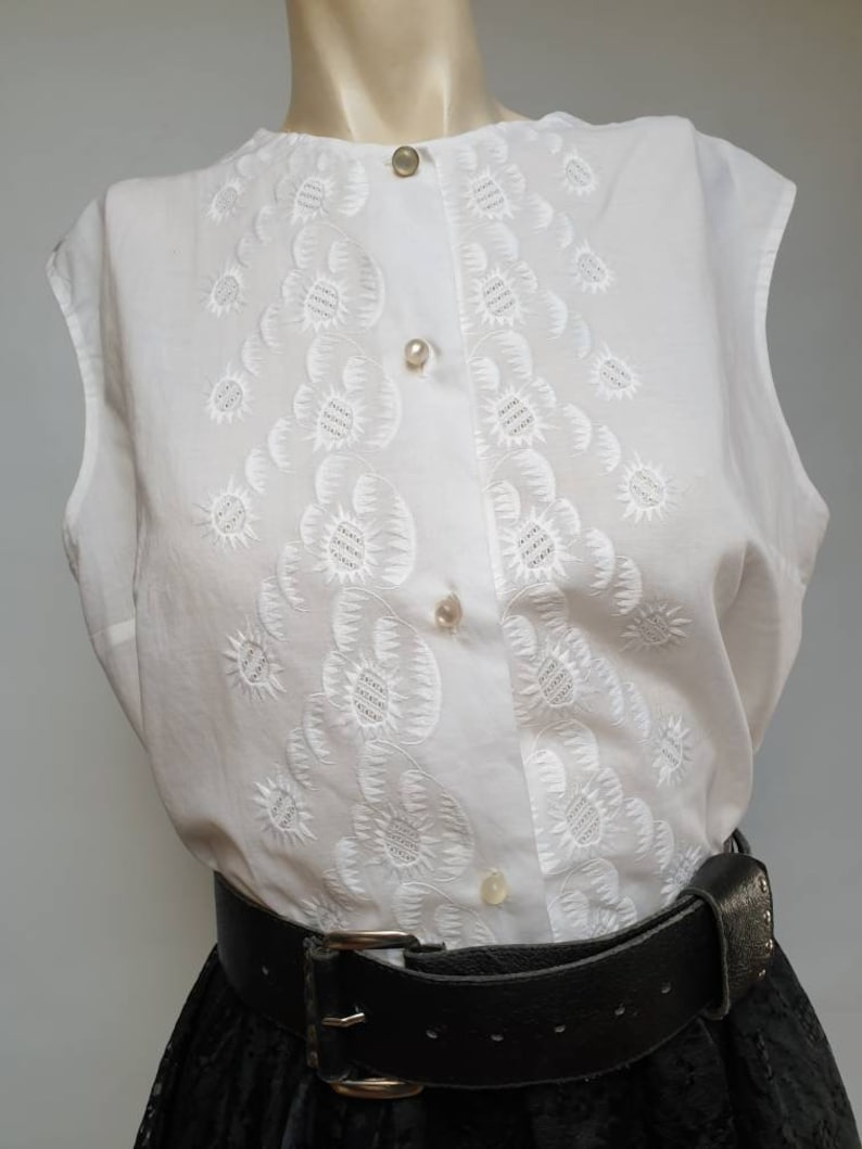 50s blouse whit embroidery front very light cotton white blouse made in italy original 50s sleeveless blouse
