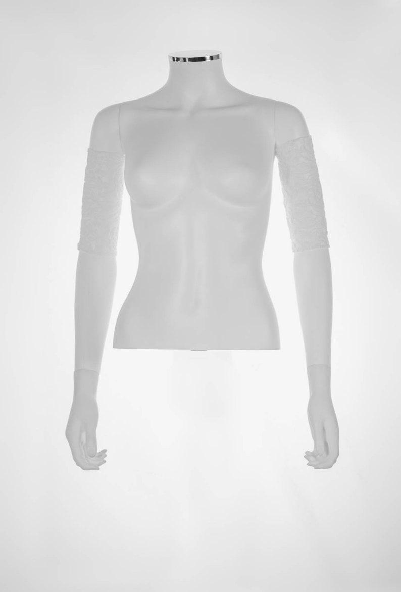 Three-quarter white see-through sleeves