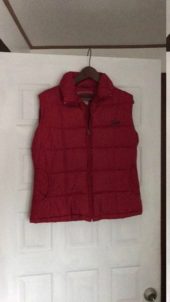 Guess Vest in Color Red and Size Medium