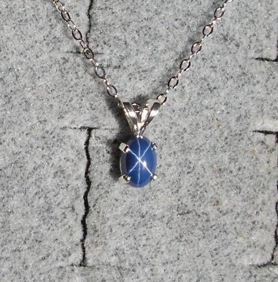 Vintage NOS 1970s Silver Linde Purple Star Sapphire /& Genuine Diamond Pendant