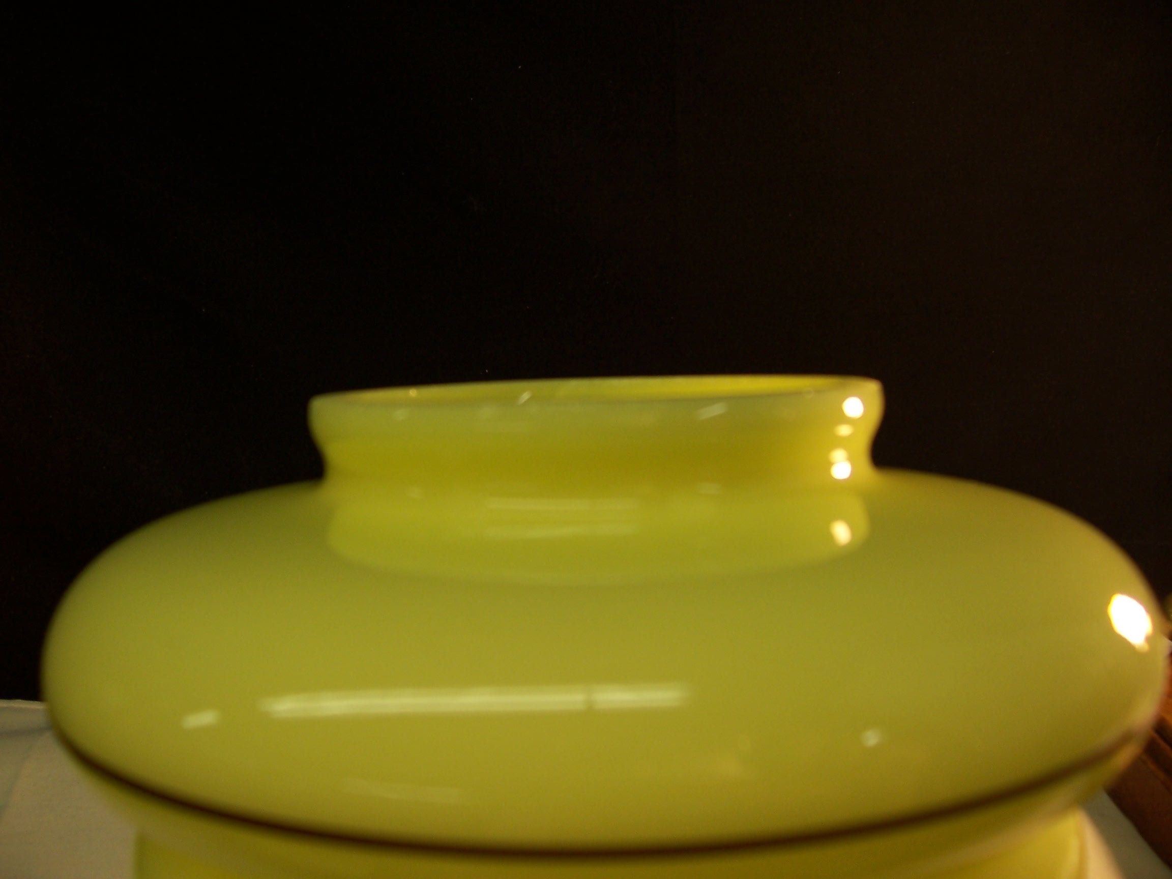 Vintage Fenton  Custard vetro applicato nero occhio susan