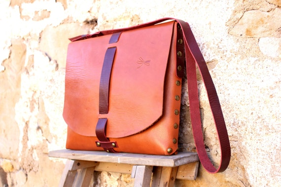 Original leather shoulder bag and seamless.