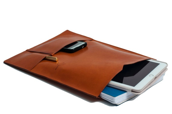 Beautiful laptop case, with two pockets, perfect for your personal stuff - iPhone, pens, notebooks. Custom made by Ludena