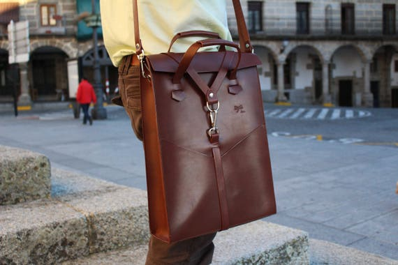 leather laptop bag. Handbag with removable shoulder strap and front pockets. Designed by Ludena.