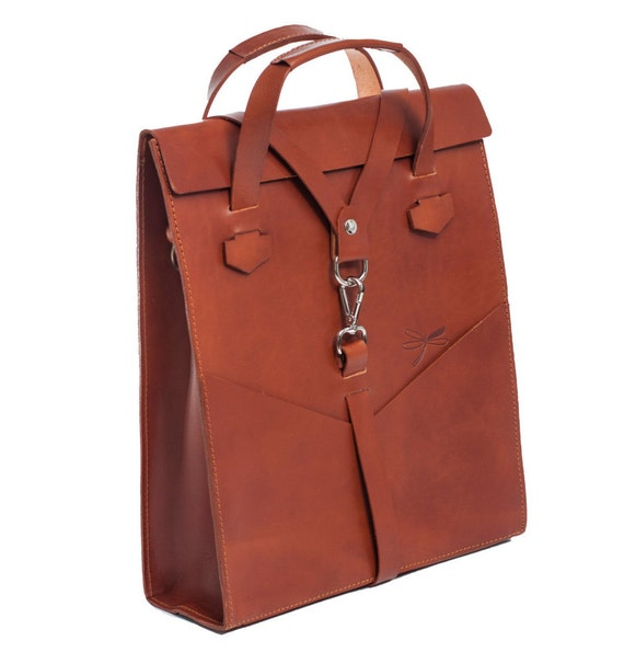 Leather laptop bag. Handbag and removable shoulder strap, with front pockets. Design by Ludena.