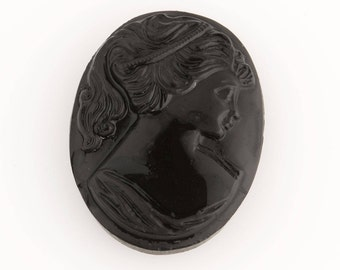 30mm x 40mm Black and White Cameo #XS117-E