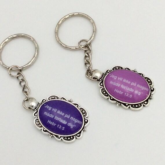 JW Fancy Keychain  Danish Hebr 13:5 in purple or pink