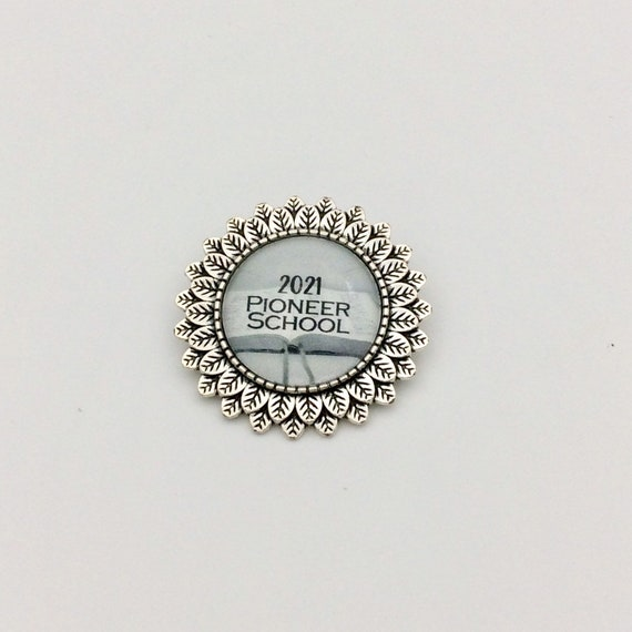 Leaf Circle Spanish or English  2021 Pioneer School Pin, Blue Velvet Gift Bag Included! Available in Silver or Gold plated