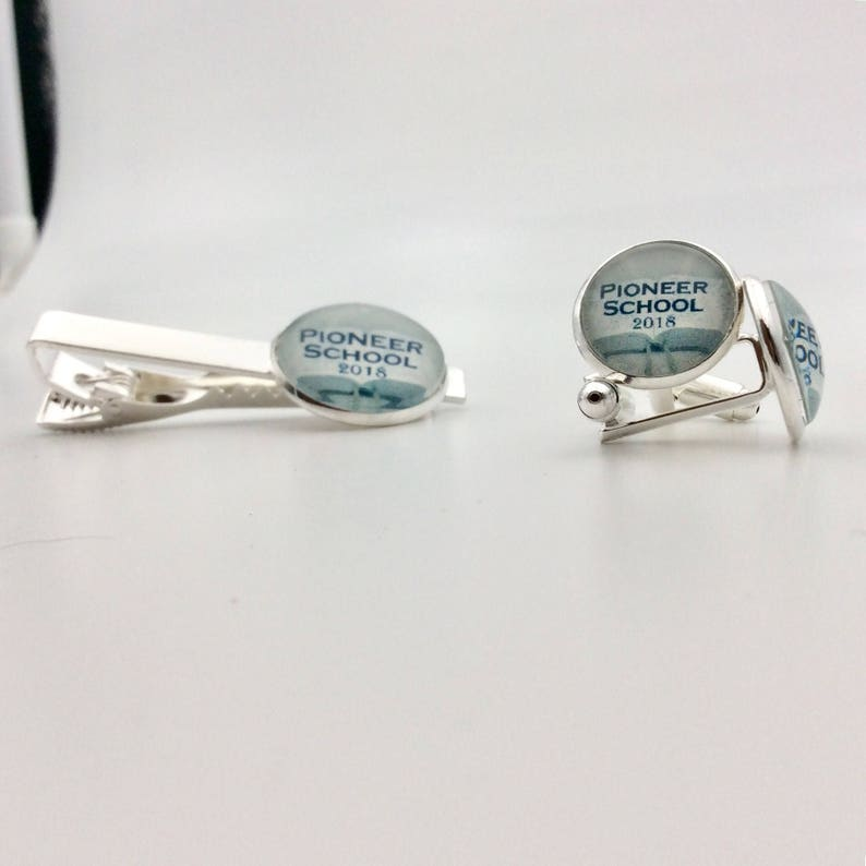 JW Spanish or English Pioneer School Class of 2018  and Cufflinks Set Blue Velvet Gift Bag Included!