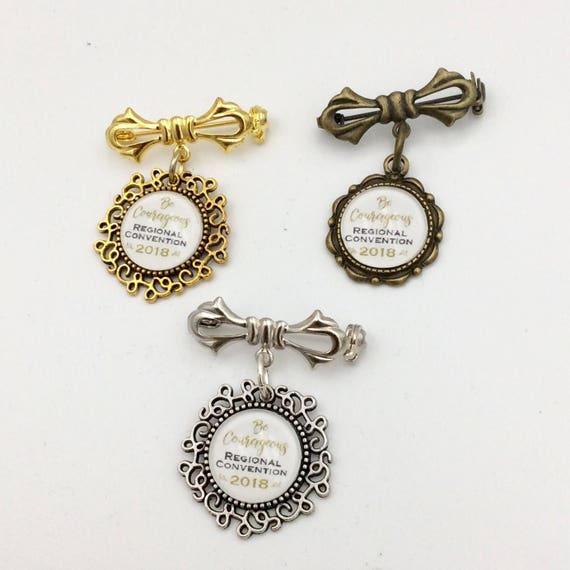 """JW 2018 English or Spanish """"Be Courageous"""" 2018 Bow Brooch, Antique brass, Gold tone, or Antique Silver finish. Blue Velvet Gift bag"""