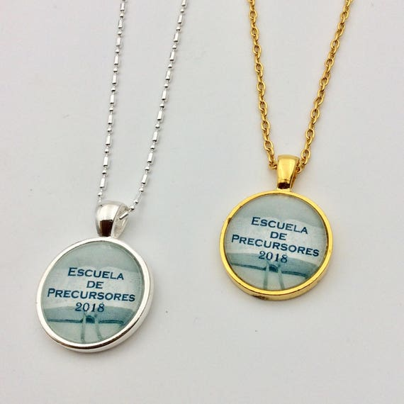 JW Circle Pendant -Choice of English or Spanish 2018 Pioneer School, Silver or Gold tone. Blue Velvet Gift Bag Included!