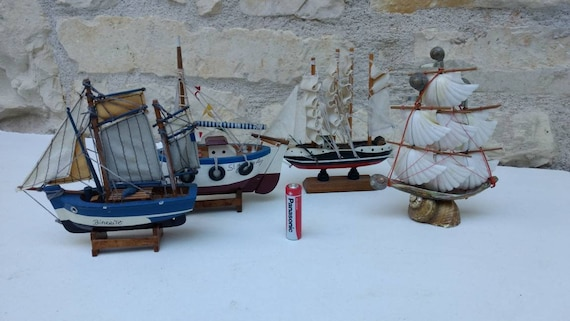 Group of 4 small model boats / yachts, French vintage collection of sailing  boats