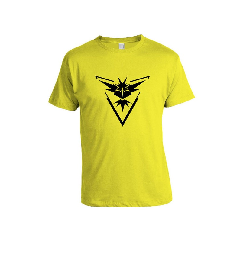 e8d03023 Pokemon Go T-shirt Team Instinct Water Charmander Flareon   Etsy