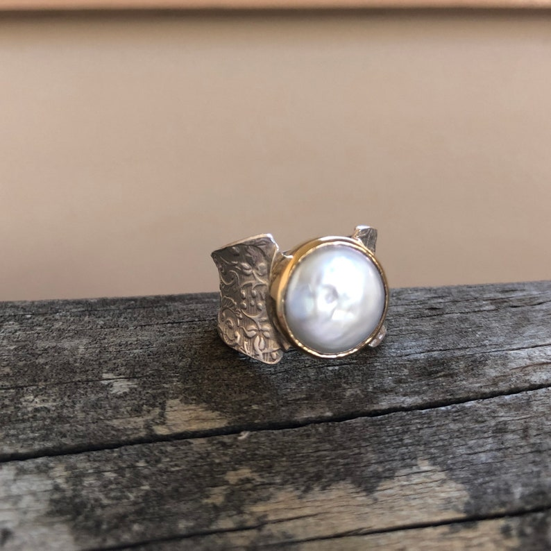 Vintage style ring Semi precious stone ring Dress ring Floral motif Pearl ring Tapered ring Gift for her Silver and Gold ring
