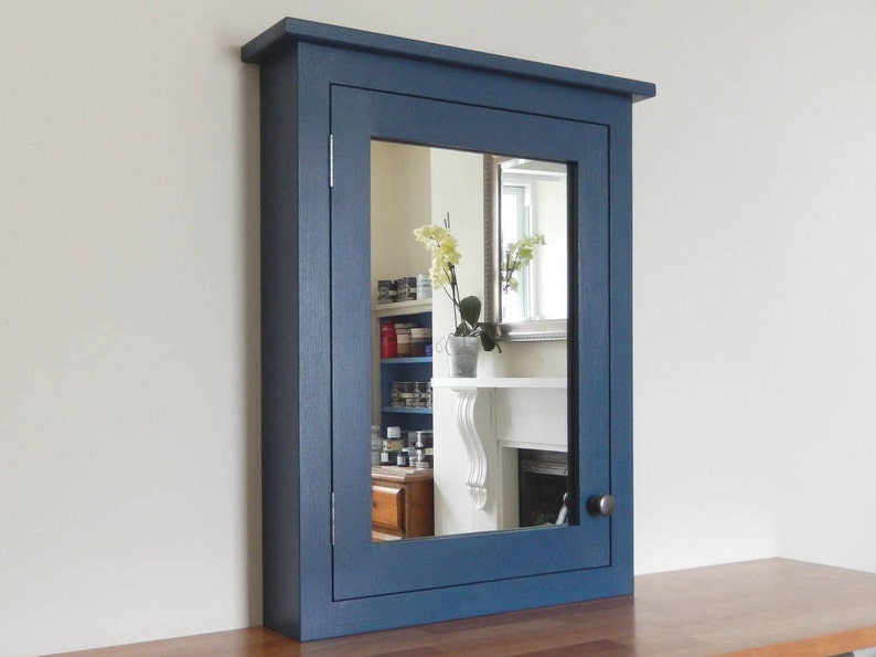 Badkamer Kast Spiegel : Badkamer muur kabinet stiffkey blauw badkamer kast met inset etsy