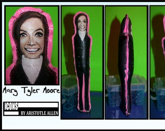 Mary Tyler Moore Show iCONS Primitive Collectible Art Doll
