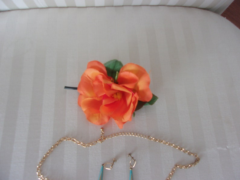 Vintage necklace earrings pin