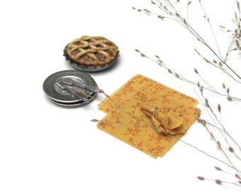 Dollhouse Miniature Napkins, 1:12 Scale Doll House Furniture Dining Kitchen Picnic Table Autumn Fall Harvest Decor Small Gold Floral Napkins