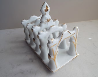 Victorian Toast Rack. English White And Gold Antique Toast Tray. Beautiful Design. Perfect For Tea And Toast Or At Breakfast, 4 Slices
