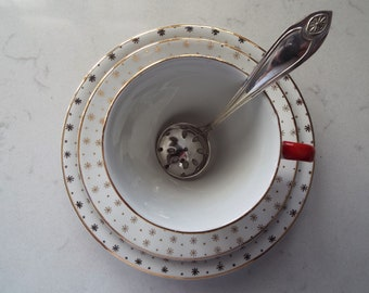 Vintage Sugar Sifter Spoon. Pretty Silver Plate Powdered Sugar Spoon. Ideal for dusting sugar on berries and cakes at an Afternoon Tea Party
