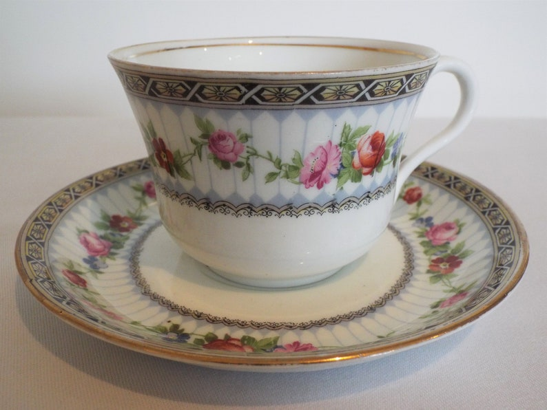 Vintage Grosvenor China Teacup and Saucer With Pink Roses. image 0