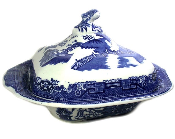 Old Willow Pattern Lidded Tureen
