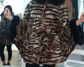 NEW!!!Natural,Real,ONE Size -Hooded Fullskin ANIMAL print Fur cape with beautiful fox stripes