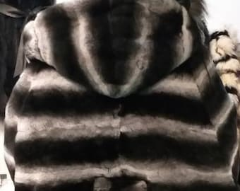 Shorter version of NEW,Natural,Real,ONE Size Fullskin Rex Fur Hooded CAPE in beautiful chinchila color!