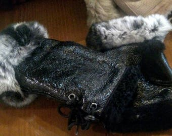 New!Natural,Real Black Sheepskin short GLOVES with Rex chinchilla color trim!