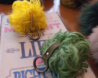 New! SHEEP POMPOM-keychains in 2 colors!