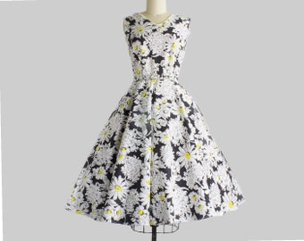 1950s Daisy Print Dress | Small | Medium (36B/26-27W)